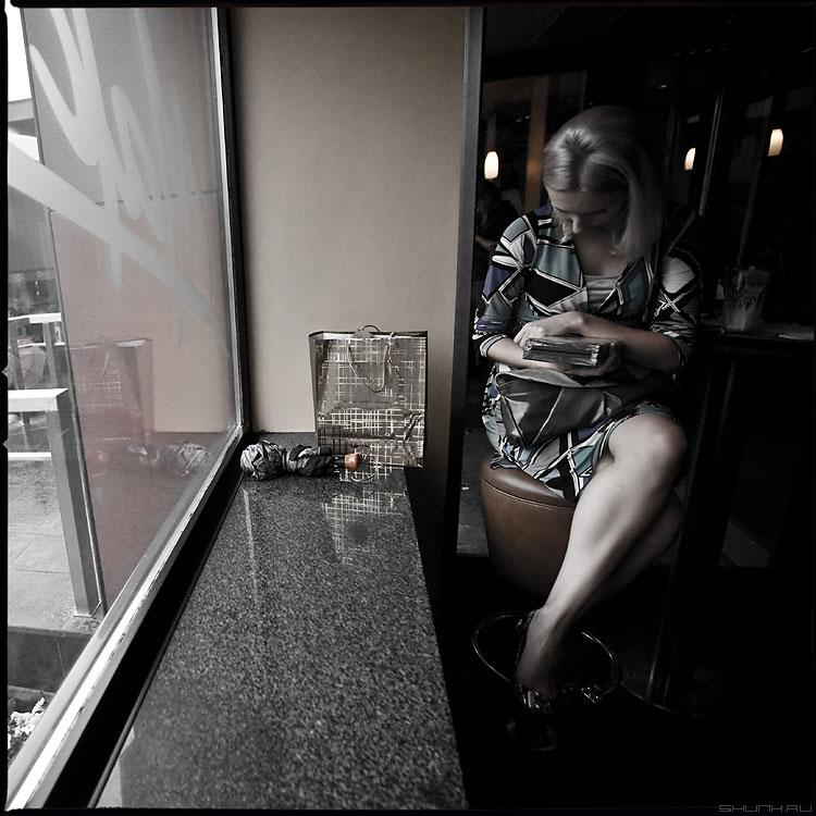 Девушка в кафе - девушка кафе среднийформат обработка фото фотосайт