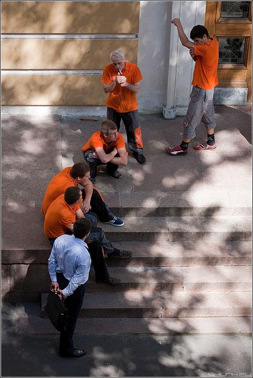 Бригада - оранжевые люди начальник портфель бригада ступени фото фотосайт
