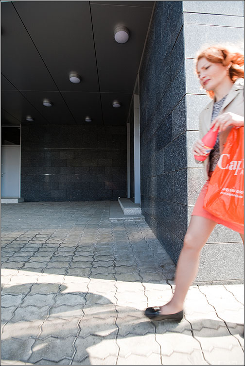 Оранжевое настроение - день улица девушка оранжевое радуга уличное фото фотосайт