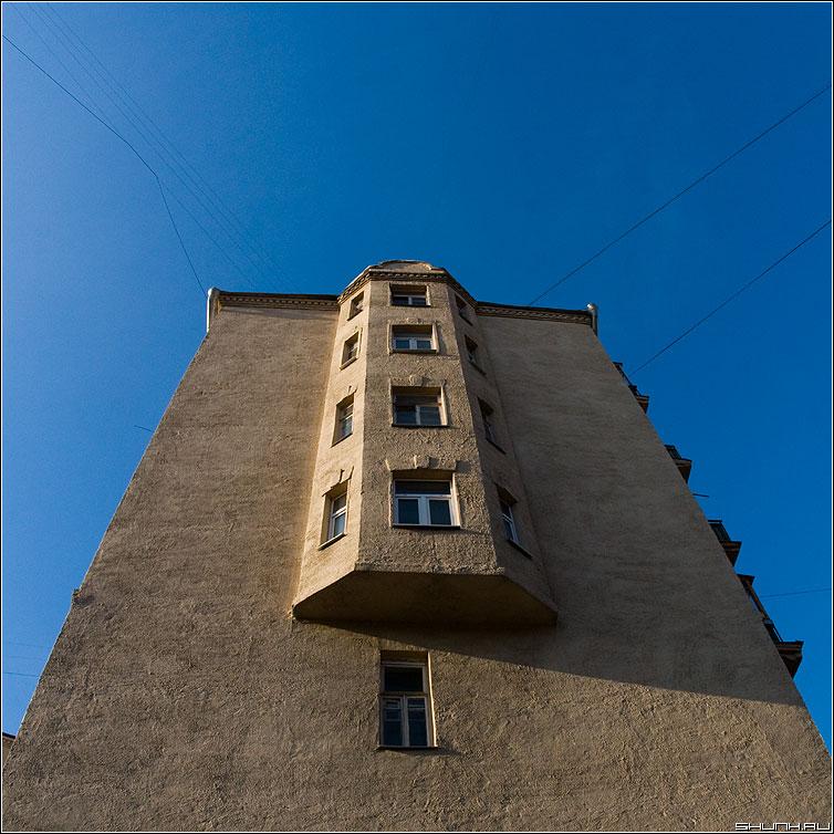 Выпуклость - здание небо квадратное предрассудок фото фотосайт