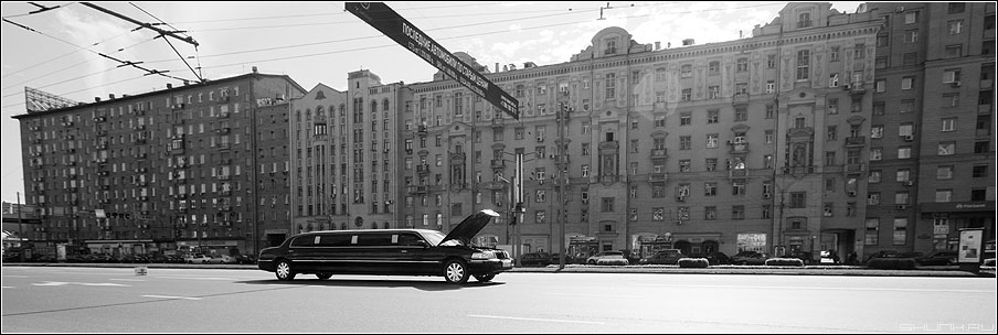 Последние автомобили по старым ценам - панорама 90x30 лимузин черный улица садовое день случай курьез фото фотосайт