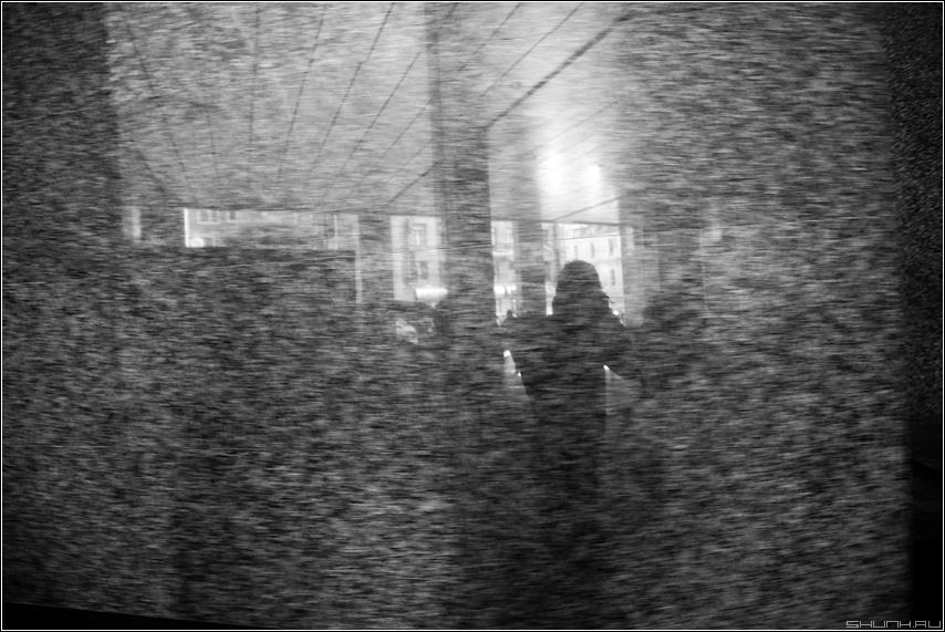В граните - я отражение стена фактура смаз чёрнобелое рабочийстол фото фотосайт