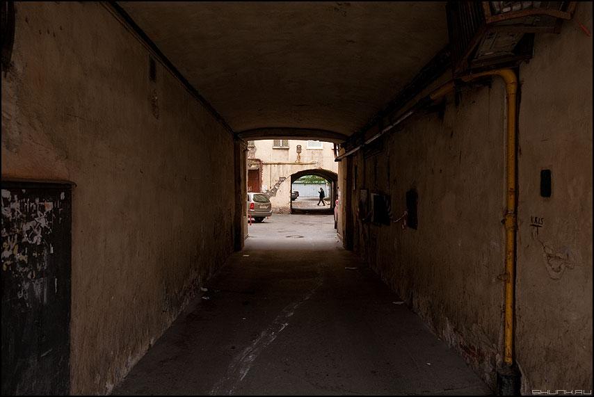 Бесконечные дворы Питера - питер санкт-петербург дворы арки человек фото фотосайт