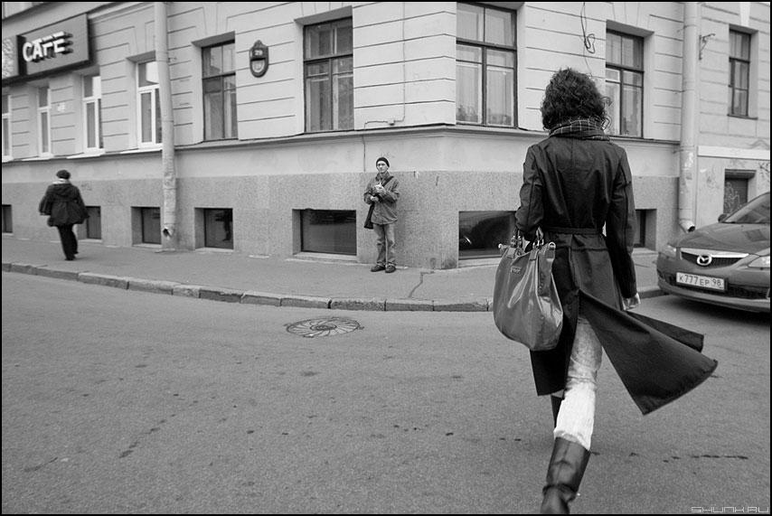 Три семерки - трое улица питер люди санкт-петербург чёрнобелое фото фотосайт