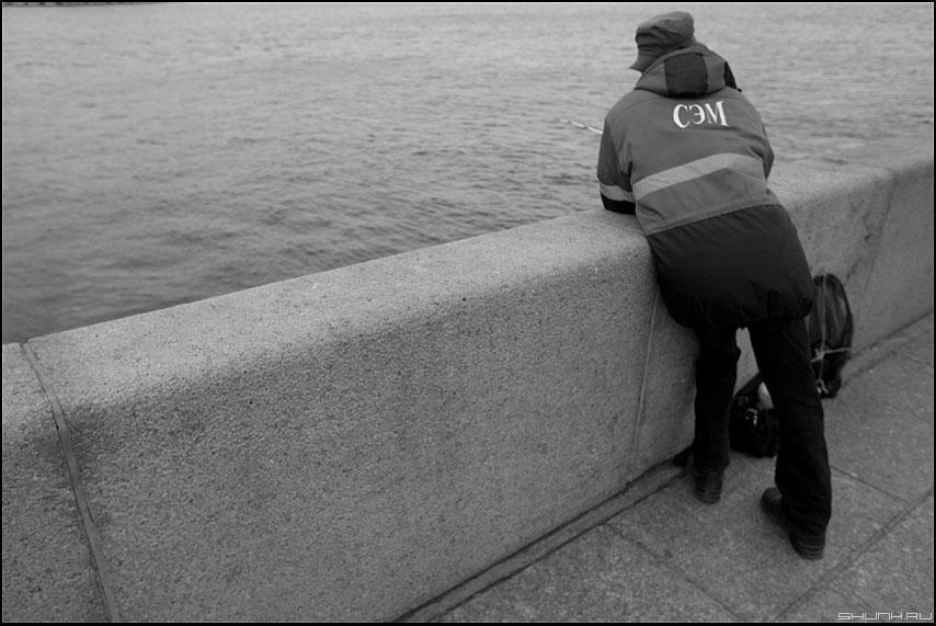 дядюшка СЭМ - сэм дядя рыбак питер берег нева гранит чёрнобелый фото фотосайт