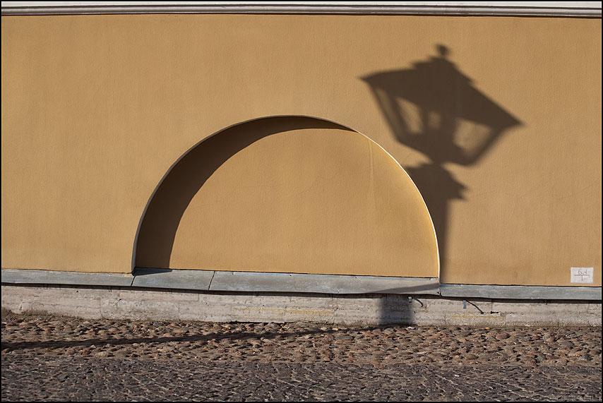 Теневые игры - тень фонарь арка питер санкт-петербург петропавловская фото фотосайт