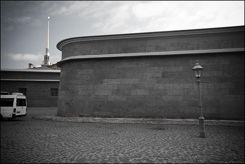 По любимым местам Игоря Громова - питер петропавловская крепость стена шпиль фонарь автобус фото фотосайт