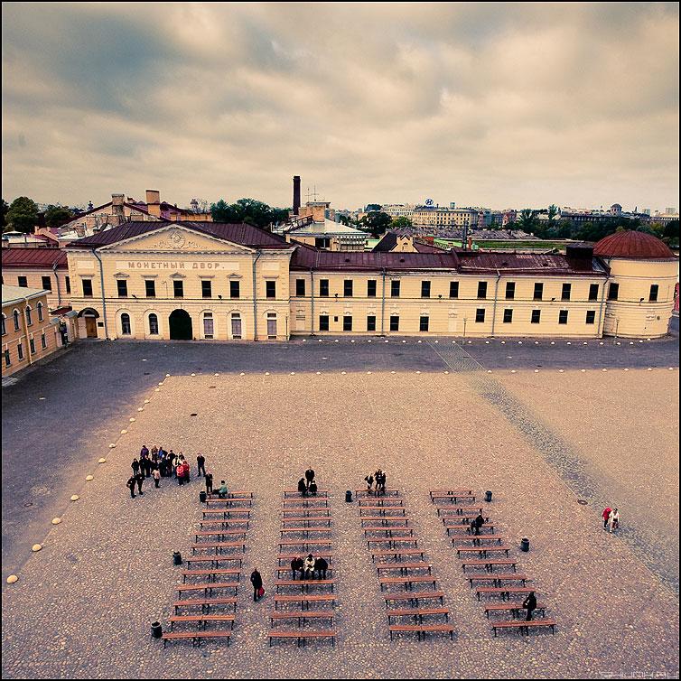 Монетный дворик - питер санкт-петербург лавочки монетный двор люди вид квадратное фото фотосайт