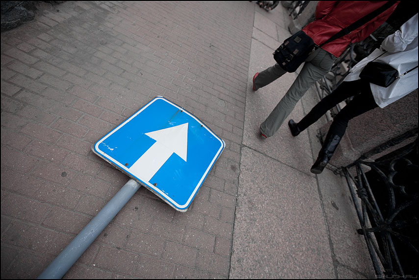 Односторонне - улица знак ноги питер уличное фото фотосайт