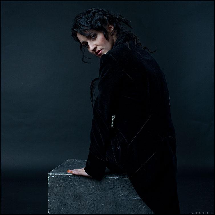 Чтож ты вьешься.. - черный ворон студия кира девушка черное темное взгляд фото фотосайт