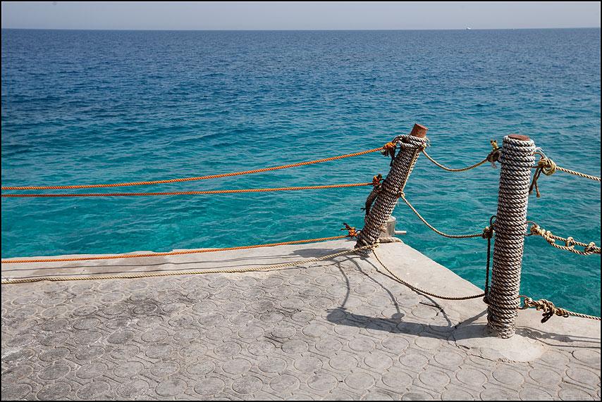 Теория струн - теорема море столбики веревка оранжевые горизонт египет фото фотосайт