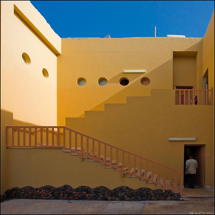 Stuff only - stuff египет архитектура отель служащий лестница желтое синее небо фото фотосайт