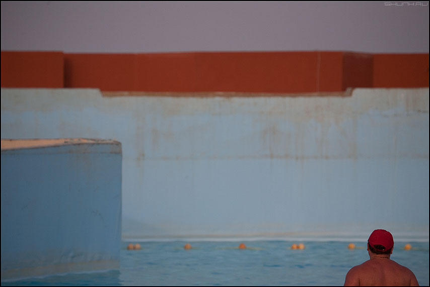Red Hat - красная шапочка море бассейн геометрия мужик архитектура египет фото фотосайт