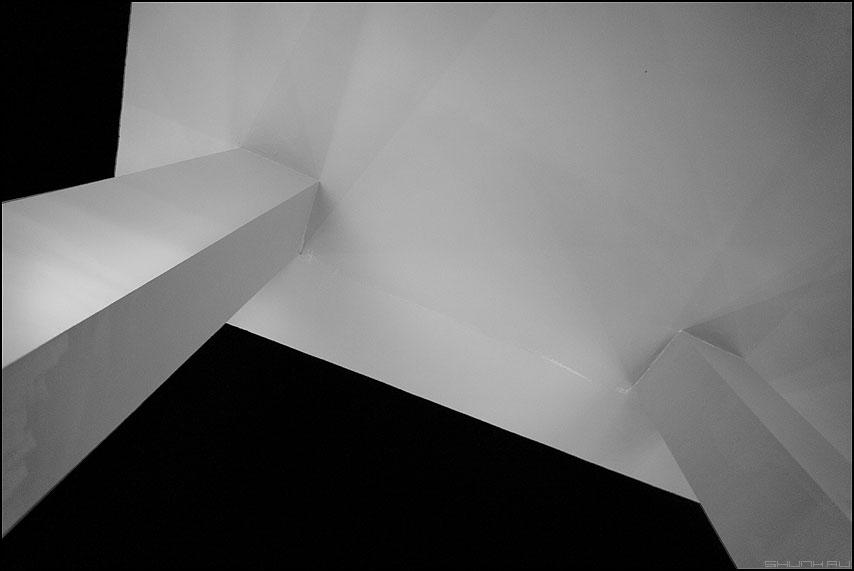 Безатлантное решение - небо египет отель архитектура колонны потолок чёрное белое фото фотосайт