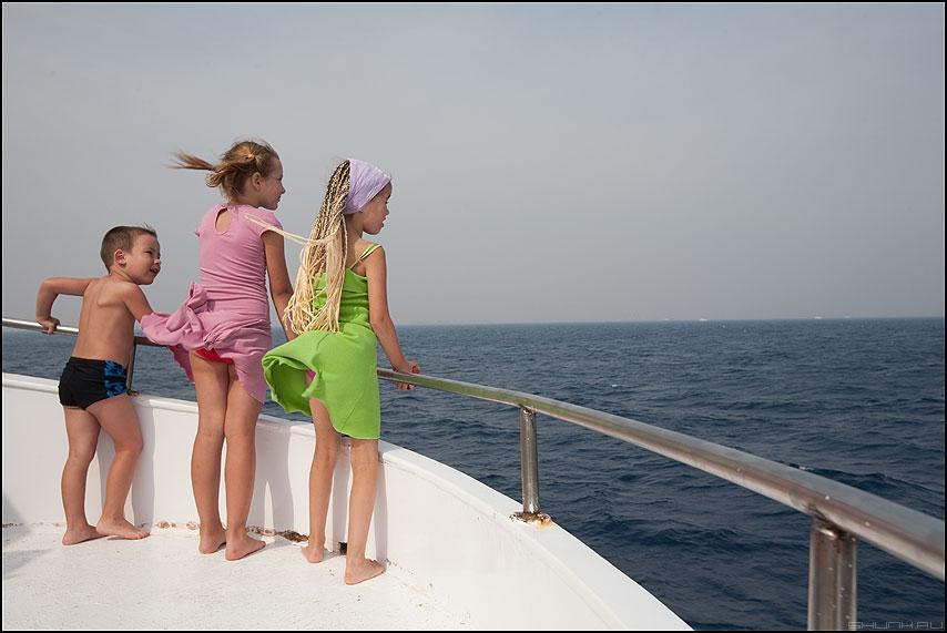 Знакомиться - парнеь девочки мальчик трое египет яхта дети цветыжизни фото фотосайт