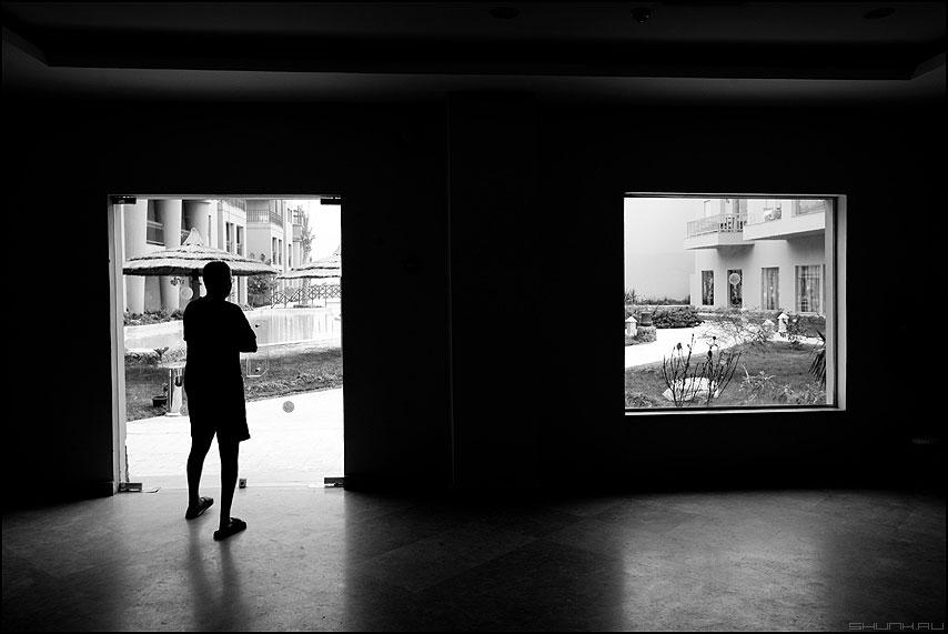 Выход есть - окно дверь выход египет человек чёрнобелое силует фото фотосайт
