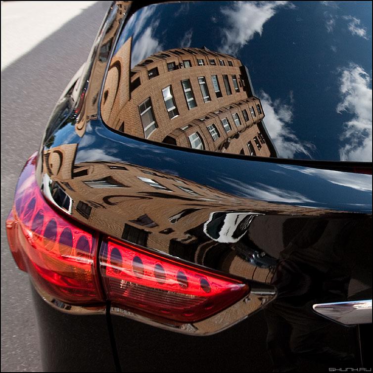 Буферный дом - отражение дом автомобиль уличное фара город фото фотосайт