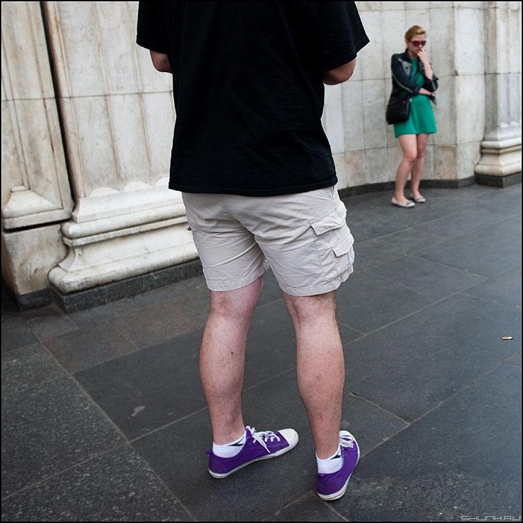 Нерешительность - парочка он она парень метро девушка квадратное фото фотосайт