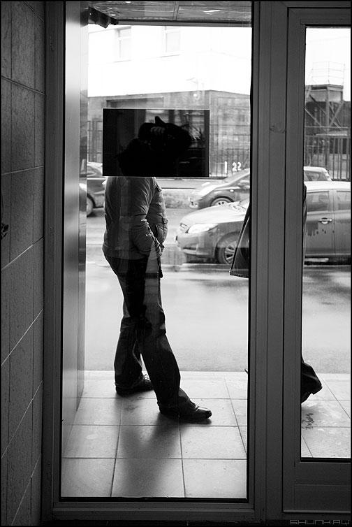 Валера - валера дверь стекло черный квадрат чёрнобелое я отражение фото фотосайт