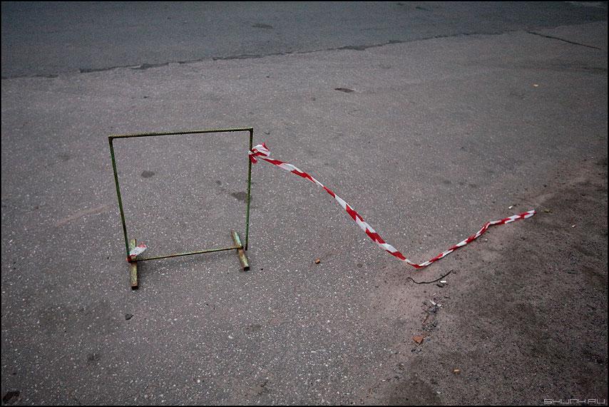 Как фанера над Парижем... - конструкция питер уличное элемент лента полоски фото фотосайт