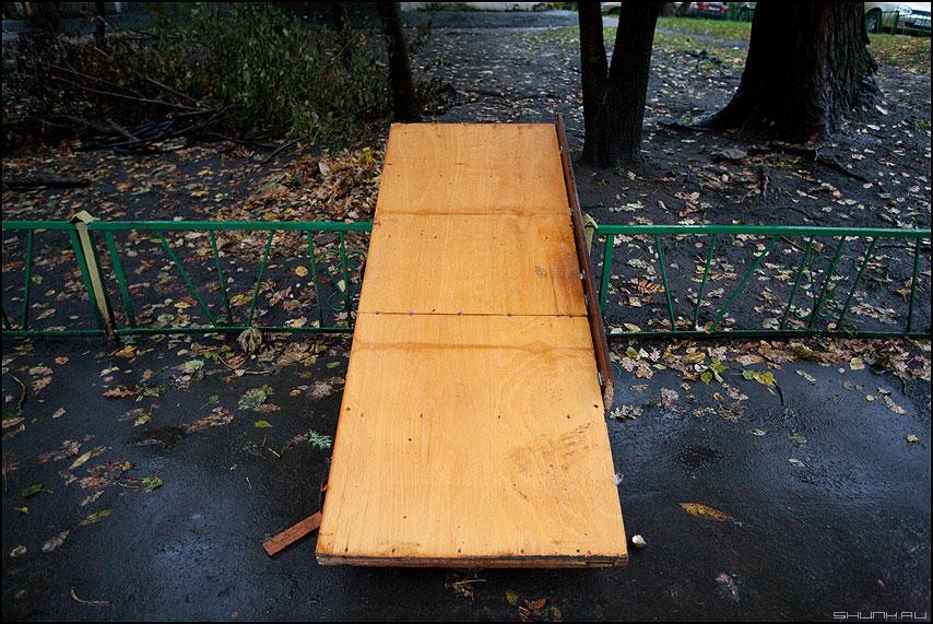 Перспективное - дверь кровать улица двор желтое фото фотосайт