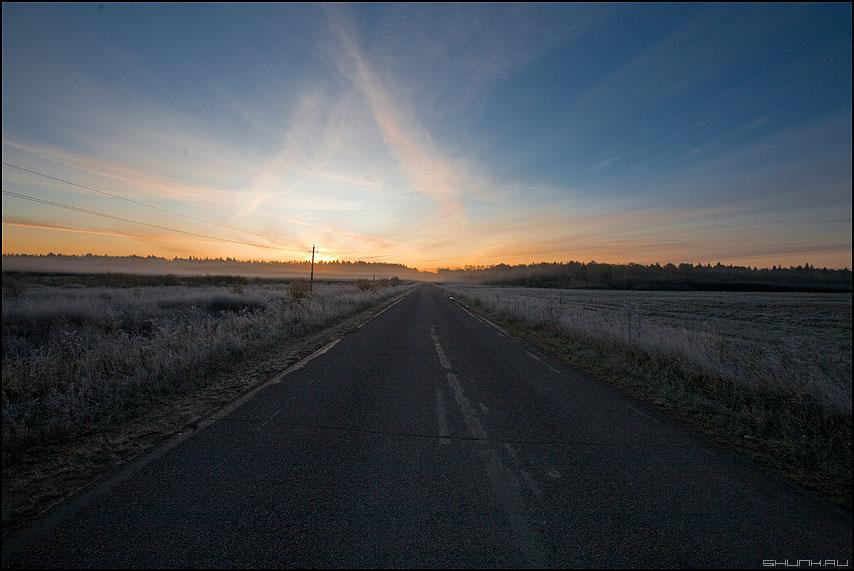 Закат моей деревни - деревня небо дорога столб рассвет облачка дымка морозец фото фотосайт