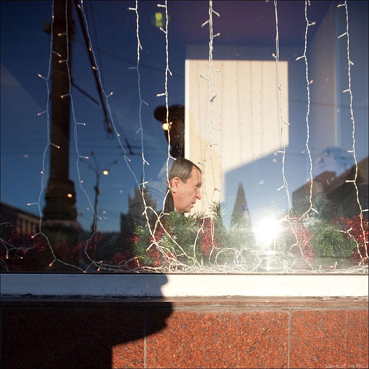 Про назревший вопрос - квадратное квадрат мужик витрина стекло город зима фото фотосайт