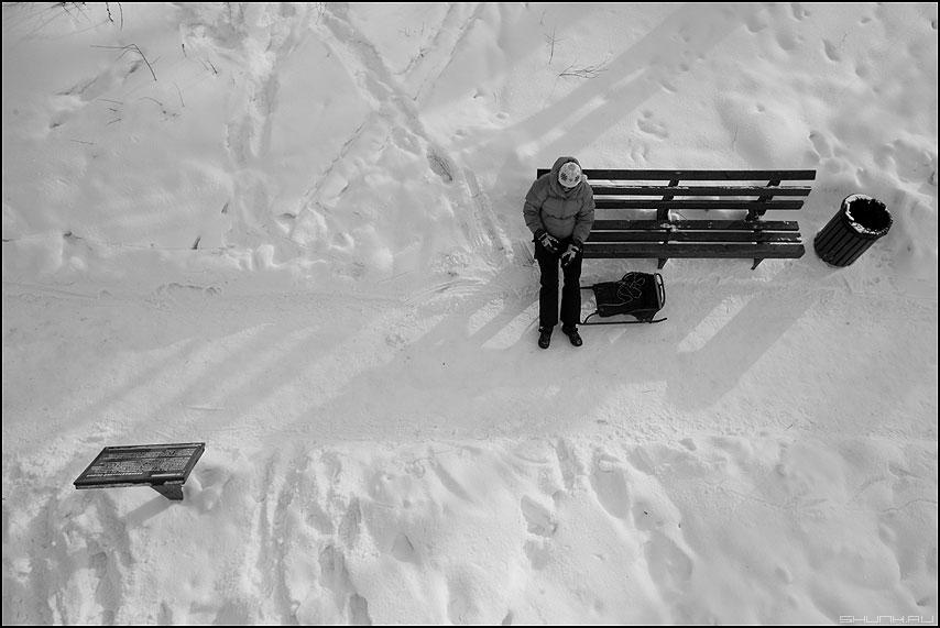 Проекция - лавочка парк снег зима санки девушка композиционное фото фотосайт