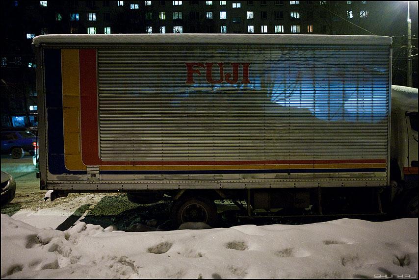 FUJI - грузовик вагон фургон вечер улица исо свет снег зима уличное фото фотосайт