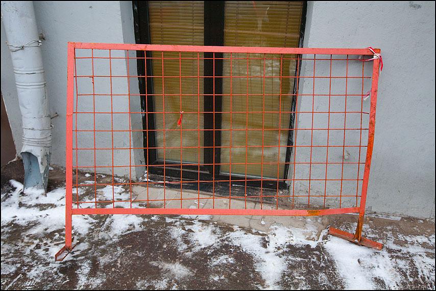 Решетка - решетка уличное окно водосток фото фотосайт
