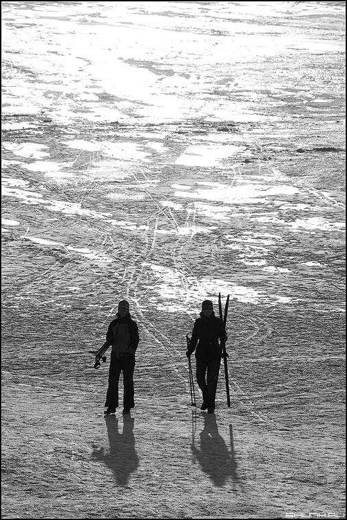 Марсианские лыжники - лыжники лыжи свет снег зима лед фото фотосайт