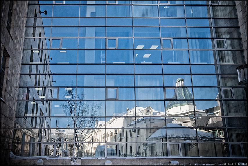 Обратная сторона офисной жизни - стена архитектура небо отражение офисы уличное геометрия фото фотосайт