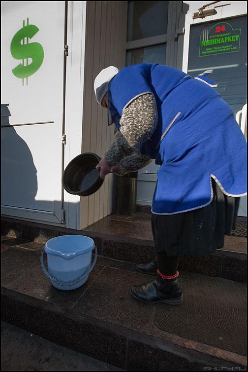 Элька - элька женщина ведро мытье бакс доллар уличное фото фотосайт