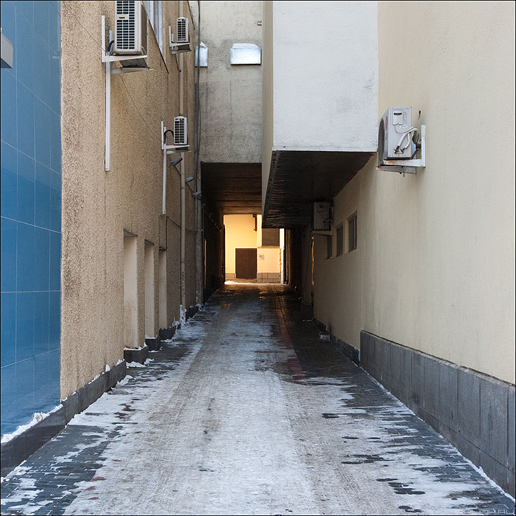 Свет в конце тоннеля - свет геометрия квадраты шахматы архитектура фото фотосайт