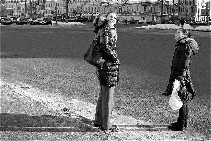 Зимний загар - солнышко садовое девушки лица свет тени черноеибелое фото фотосайт