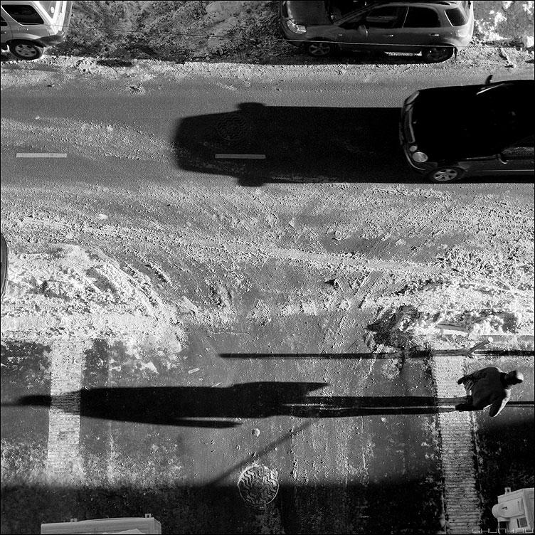 * * * - неназванная тени автомобиль человек монохром квадратик фото фотосайт