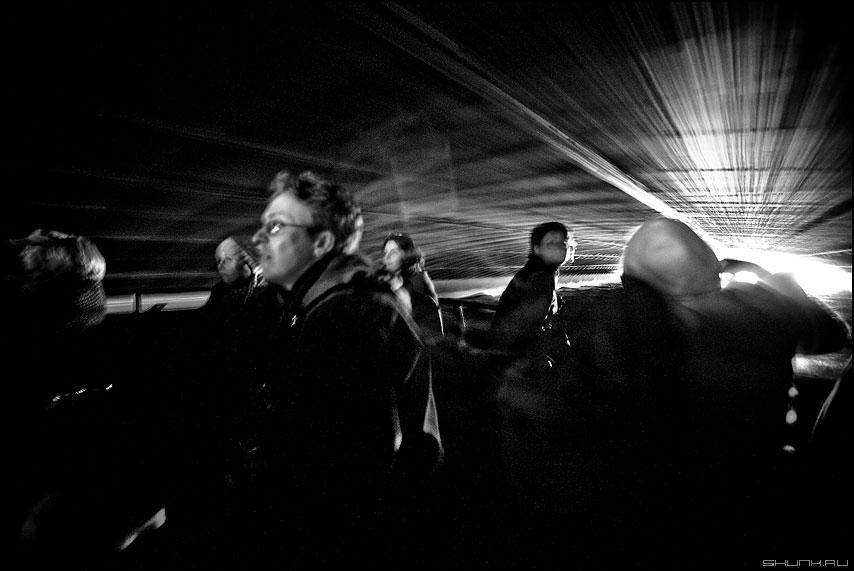 Под мостами - питер мост нева черноеибелое прогулки фото фотосайт