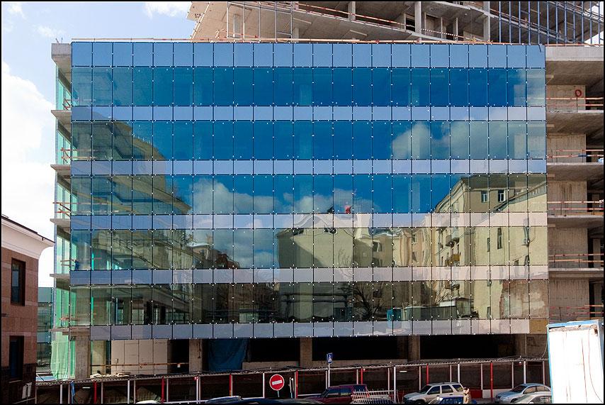 Старые сны нового здания - здания стекло окна отражение предрассудок небо фото фотосайт