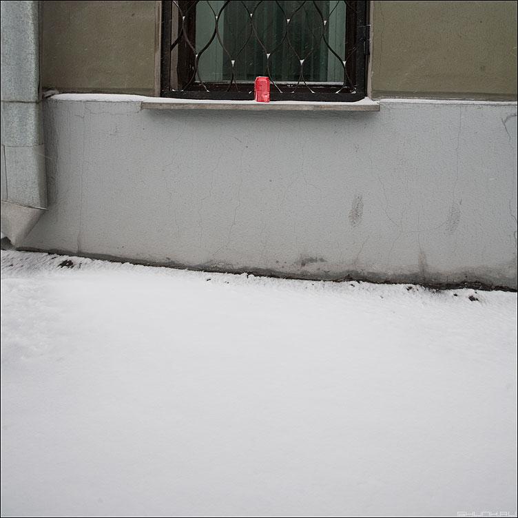 Теорема Брауэра о неподвижной точке - теорема окно уличное водосток снег март элемент банка фото фотосайт