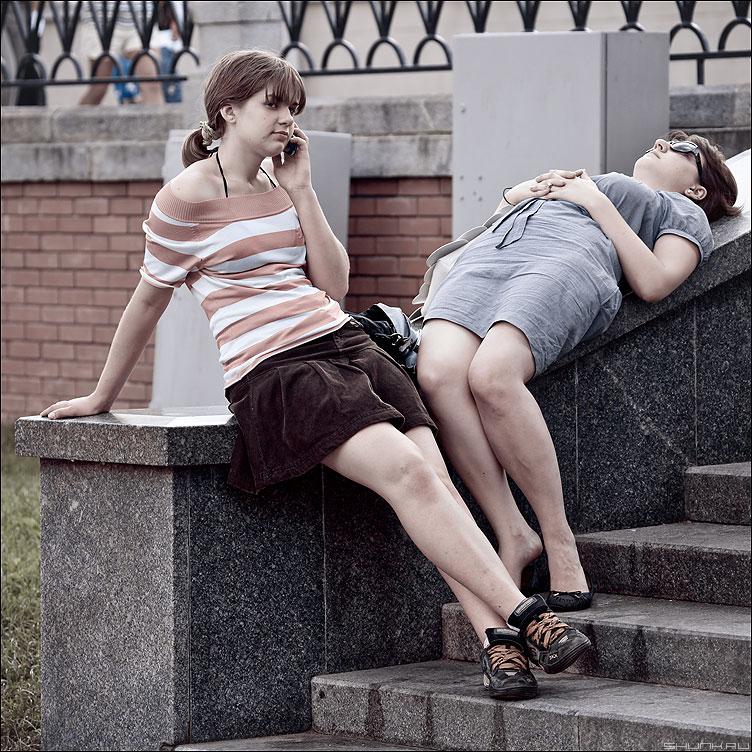 Отдых... - девушки квадратное манежка цветное барышни фото фотосайт