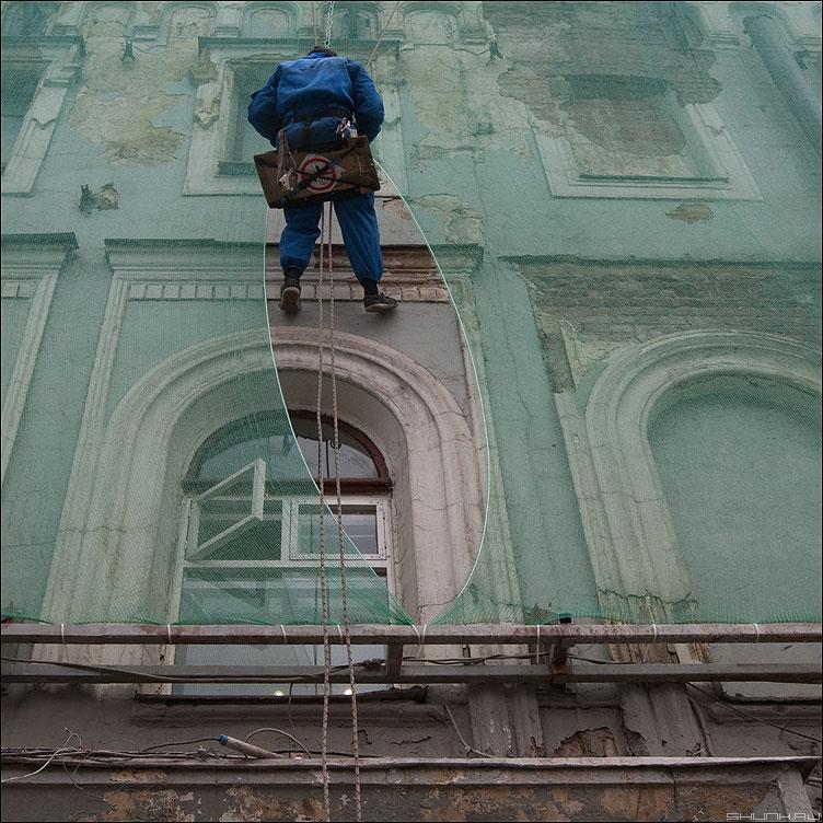 Стрелка - верхолаз высотник альпинист квадратное профессия уличное стрелка сетка шов фото фотосайт