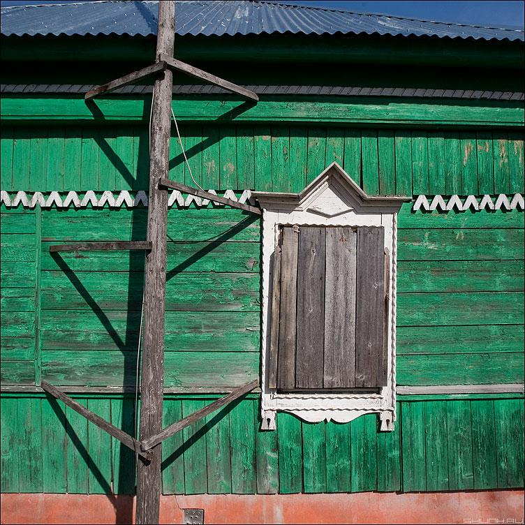 Заколочено напрочь окно... - деревня ильинское окно дом цвета квадратное фото фотосайт