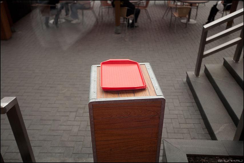 Поднос - поднос кафе элемент уличное застелком фото фотосайт