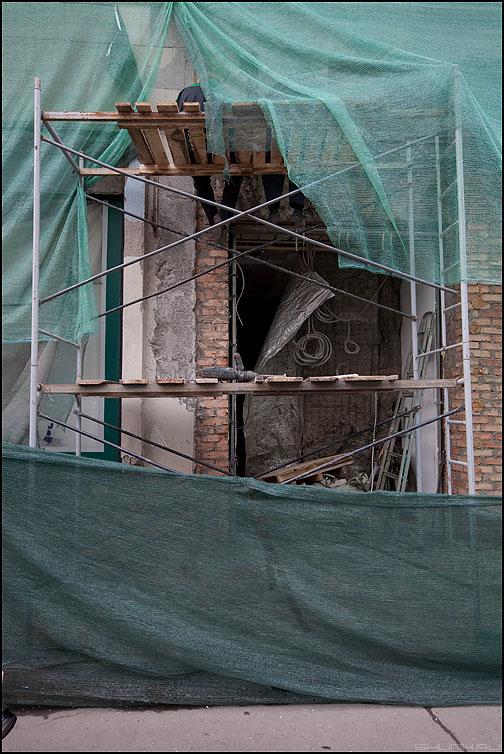 Мочить ноги в океане - рабочие сетка стройка здание ремонт профессия фото фотосайт