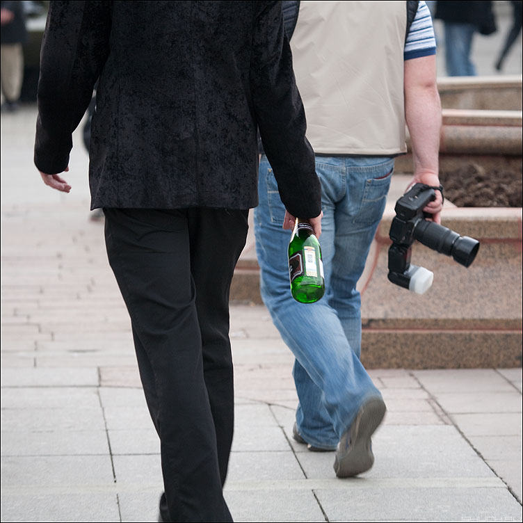 Новое поколение выбирает Пэпси! - фотоаппарат бутылка рука манежка квадратное хумор фото фотосайт