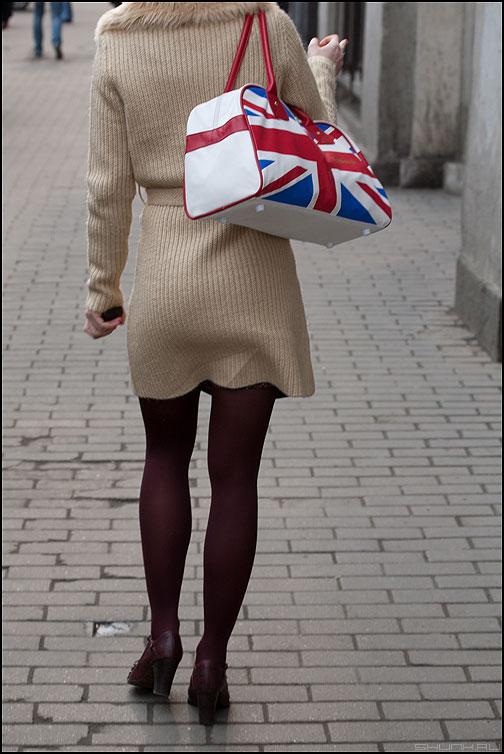 Англичанка - ноги девушка уличное сумка флаг англия фото фотосайт