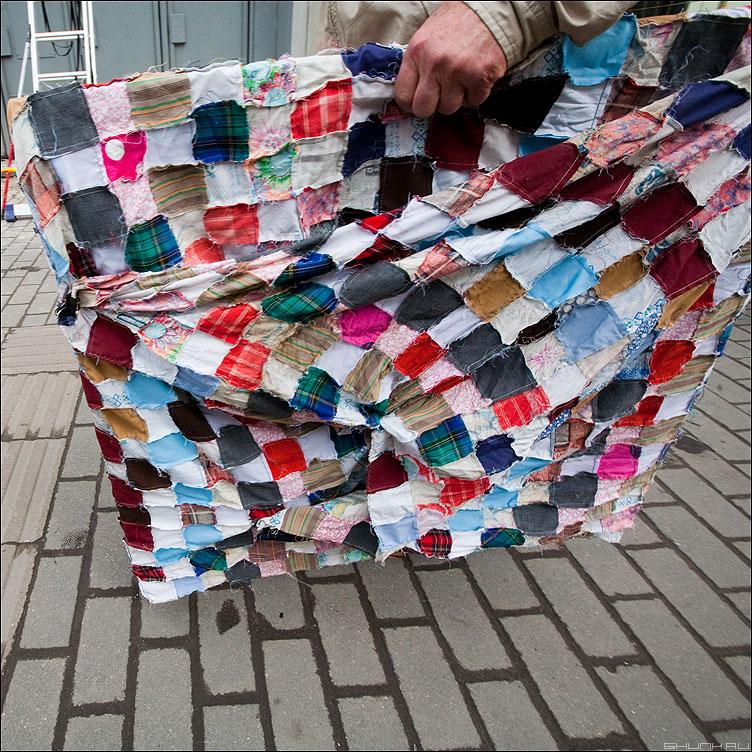 * * * - неназванная цветная подрамник лоскутки квадратики уличное фото фотосайт