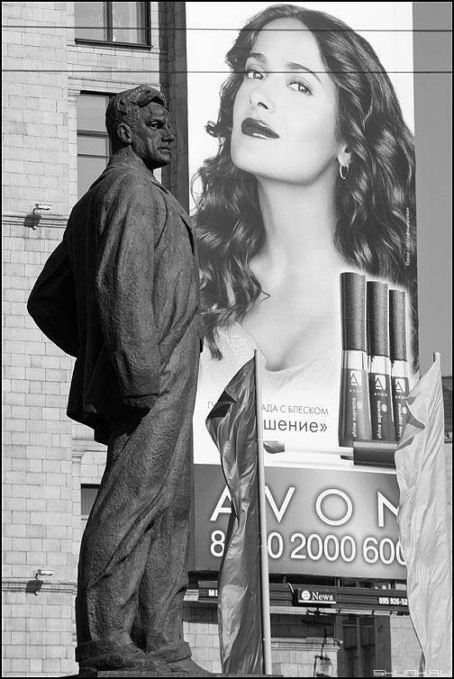 * * * - маяковский памятник реклама монохром взгляды фото фотосайт