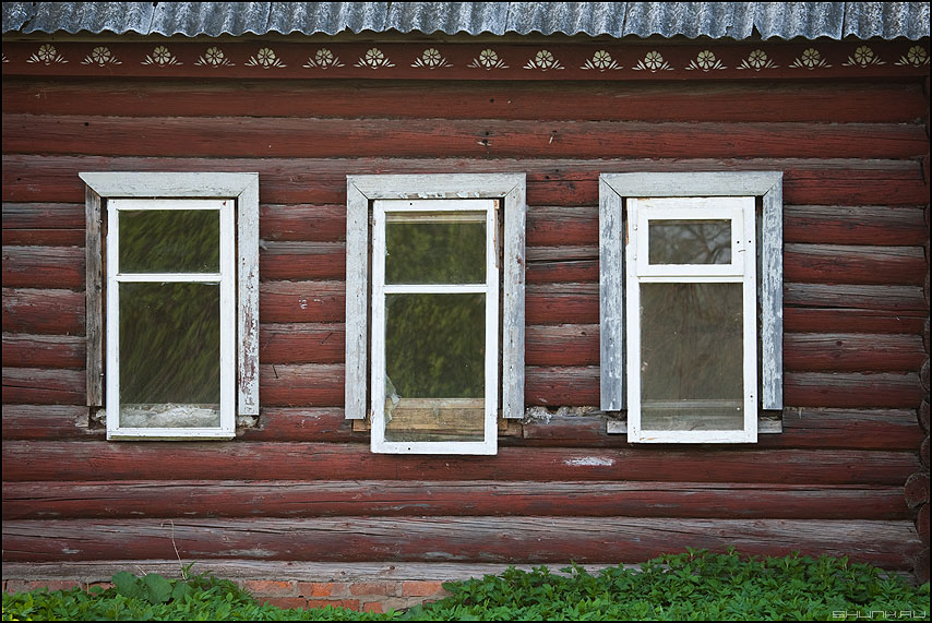 Три девицы под окном... - дом деревня окна рамы домик фото фотосайт