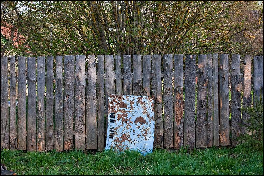 Капот - капот забор деревня весна синий голубой фото фотосайт